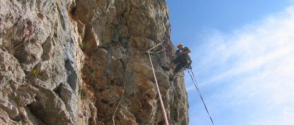 Escalada de largos en roca,Vegacervera (León), curso avanzado